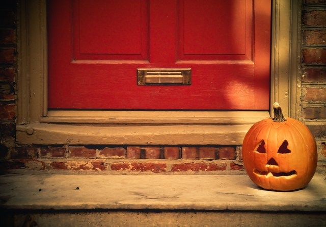 Jack-Ou0027-Lantern On A Doorstep & Hereu0027s How to Boo Your Neighbors for Some Added Halloween Fun ...