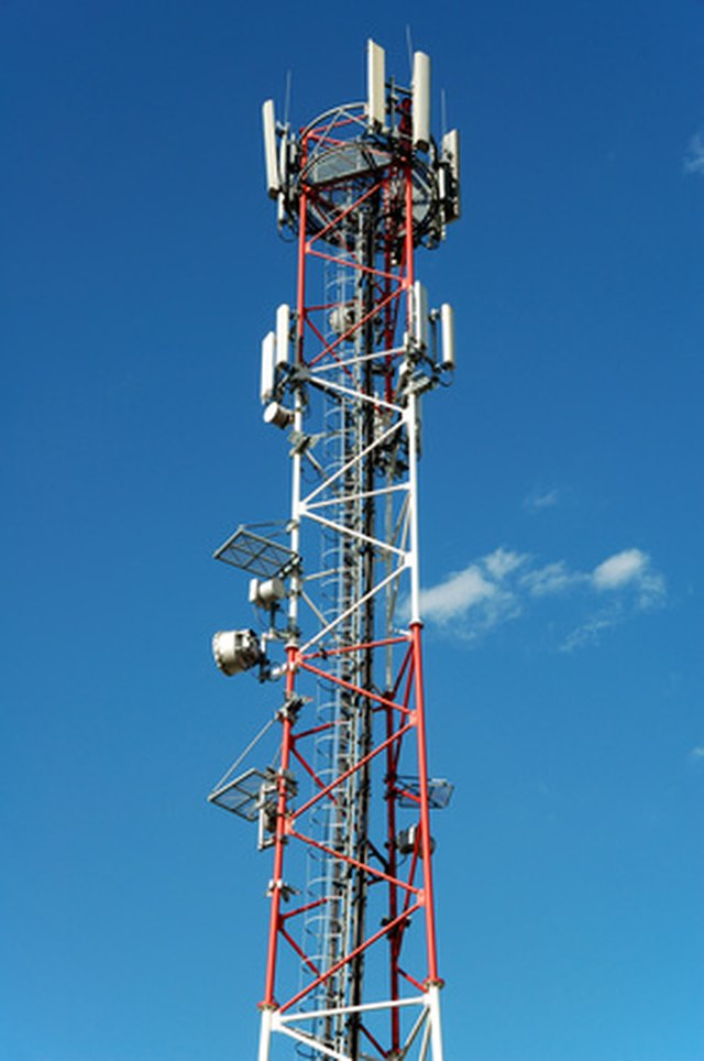 what cell phone carriers use at&t towers