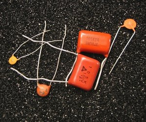 Difference between ac dc capacitors techwalla history of capacitors sciox Choice Image