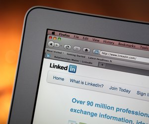 how to upload a resume on linkedin techwalla com