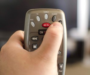 How to Program a Comcast Remote to a TV | Techwalla com