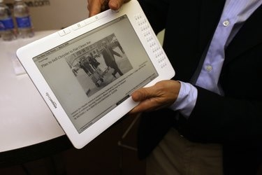 Amazon CEO Jeff Bezos Debuts The New Kindle DX At NYC's Pace University
