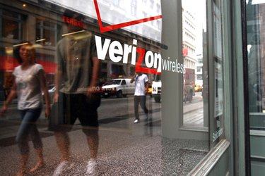 Verizon To Cut 8000 Positions, Amid Posting Profit Decline
