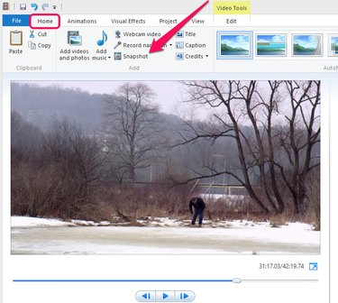 Snapshot button in the Home tab of Windows Movie Maker