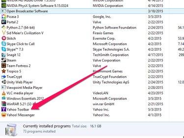Uninstall a Program window with Yahoo Toolbar highlighted.
