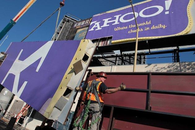 San Francisco Landmark Yahoo Billboard Comes Down