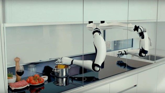 Robotic arms cook a meal