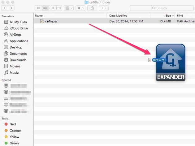 Drag and drop RAR file into StuffIt Expander from Finder window