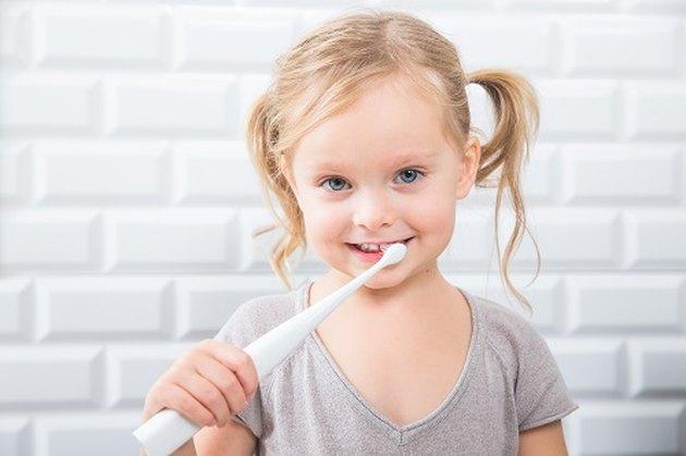 Kid using Kolibree toothbrush