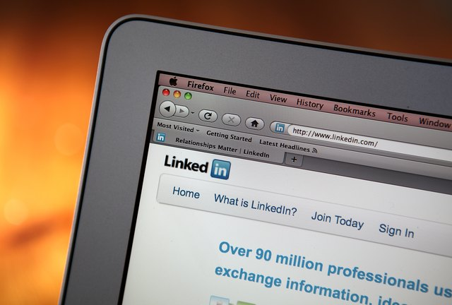 how to upload a resume on linkedin