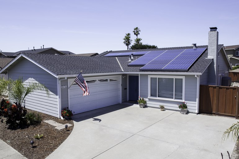 a How to Get Solar Panels For Your Home (For Free)
