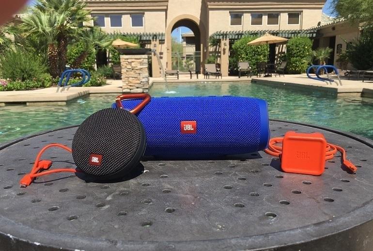 Waterproof speakers for the pool or the beach for Waterproof speakers for swimming pools